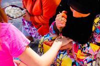 Niños y tatuajes temporales: atención a los tatuajes de henna negra