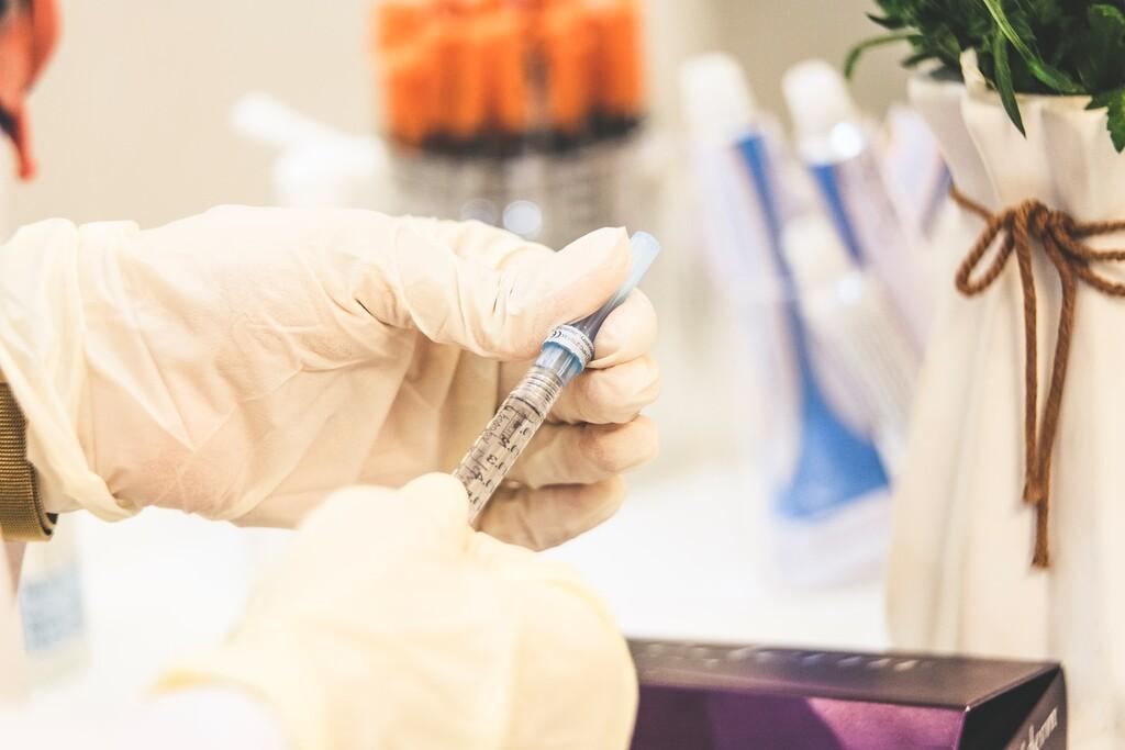 Se retrasa la segunda dosis AstraZeneca hasta conocer los resultados de la conveniencia de mezclar vacunas