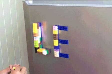 Si te gusta LEGO, esta cinta adhesiva para colocarlos donde quieras te va a encantar