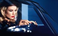 Carolyn Murphy se convierte en el rostro del nuevo Envy Pure Color Lipstick Sculpting de Estée Lauder
