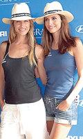 Martina Klein y Ariadne Artiles, dos bellezas entre caballos