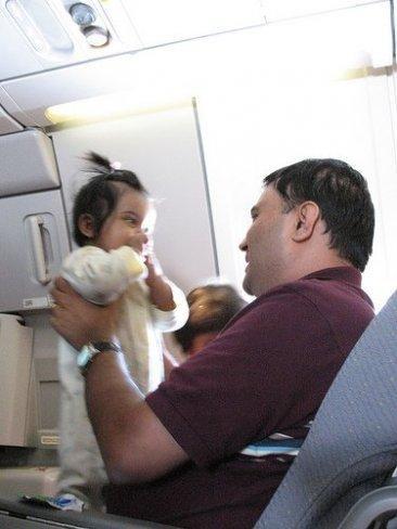 viajar-con-niños-avion