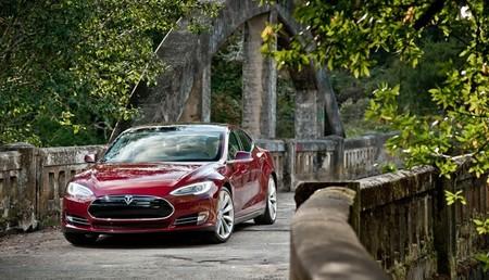 Tesla Model S rojo 85