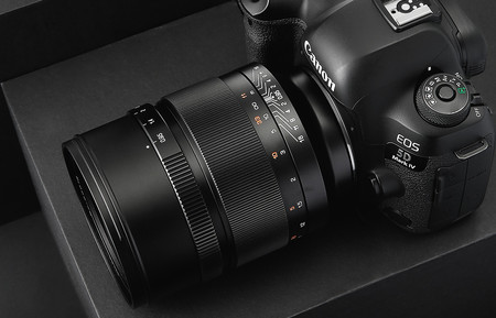 Zy Optics Mitakon Speedmaster 50mm F0.95: el popular objetivo de fotografía nocturna de mirrorless ahora en montura EF de Canon