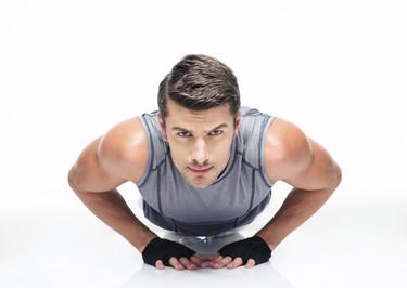 30 ejercicios sin equipamiento para entrenar todo el cuerpo en casa