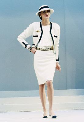 Zapatos bicolor de Chanel: ayer y hoy