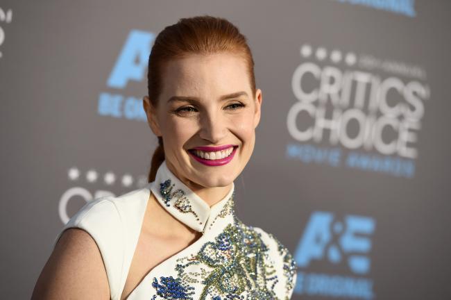 Destacamos el original peinado de Jessica Chastain en los Critics' Choice Movie Awards 2015