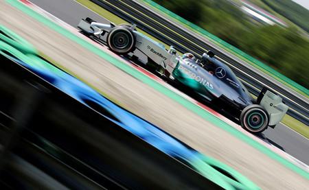 Lewis Hamilton se marca un pleno con el mejor tiempo en la tercera sesión libre