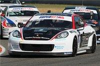 El Porsche Panamera S se estrena con pole y victoria en el Superstars Series