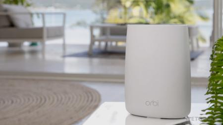 """Una red mesh Wi-Fi 6 """"económica"""" a precio mínimo histórico: los routers Netgear Orbi RBK352 están a 214,99 euros en Amazon"""