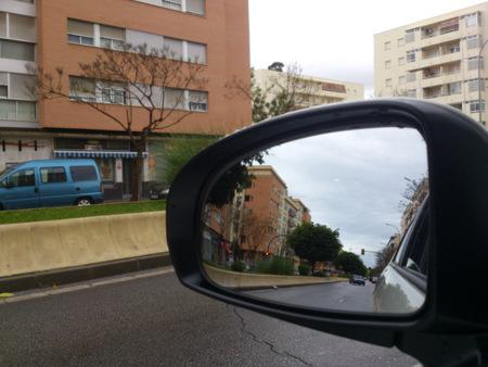 Exterior con el Xperia S, llueve