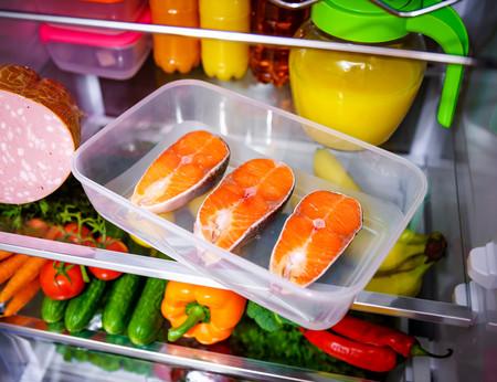 Seguridad alimentaria en casa: cómo limpiar y cocinar sin contaminación cruzada para evitar la Listeria (y otras intoxicaciones)