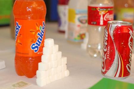 ¿Cuánta azúcar contiene lo que bebes?