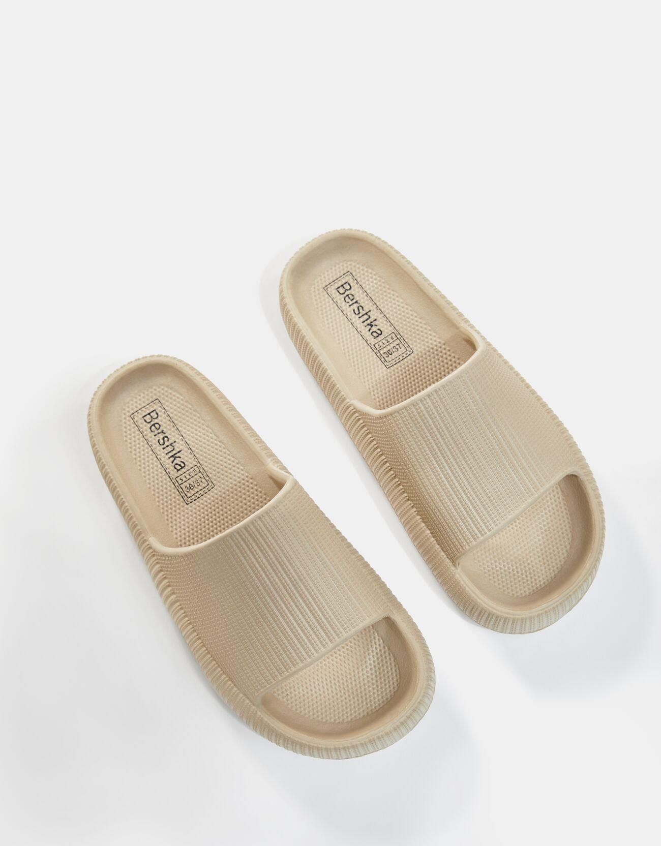 Sandalia plana textura