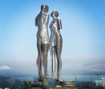 Una trágica historia de amor contada en 10 minutos por un par de gigantescas estatuas