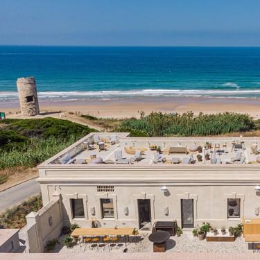De cuartel de la Guardia Civil a restaurante más cotizado del verano gaditano: probamos El Cuartel del Mar