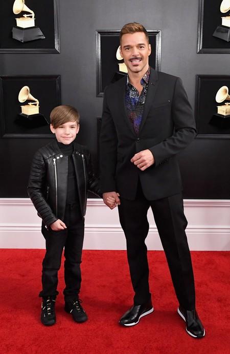 Ricky Martin Presume Bigote Y A Su Hijo En La Alfombra Roja De Los Premios Grammy 2