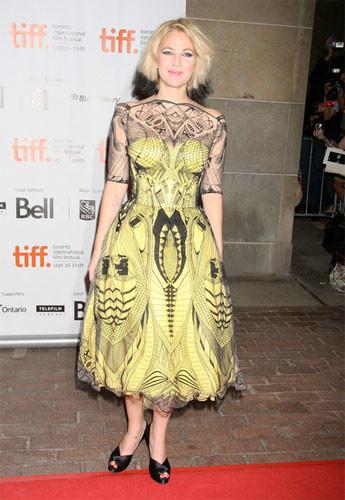 Drew Barrymore muestra su nuevo look en la premiere de Whip It