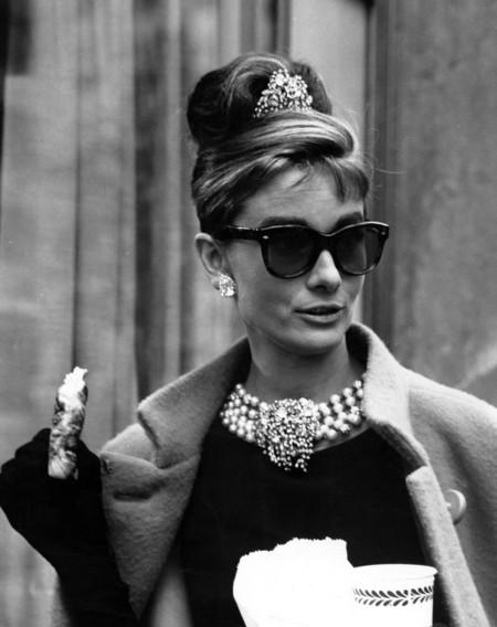 Cómo vestir como Audrey Hepburn hoy en día