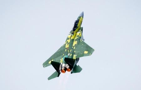 Casi 50 años después el mítico F-15 sigue dando mucha guerra: su nueva (y carísima) versión se convierte en escolta del F-35A