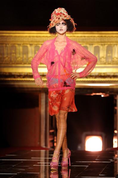 Foto de John Galliano Primavera-Verano 2011 en la Semana de la Moda de París (11/16)