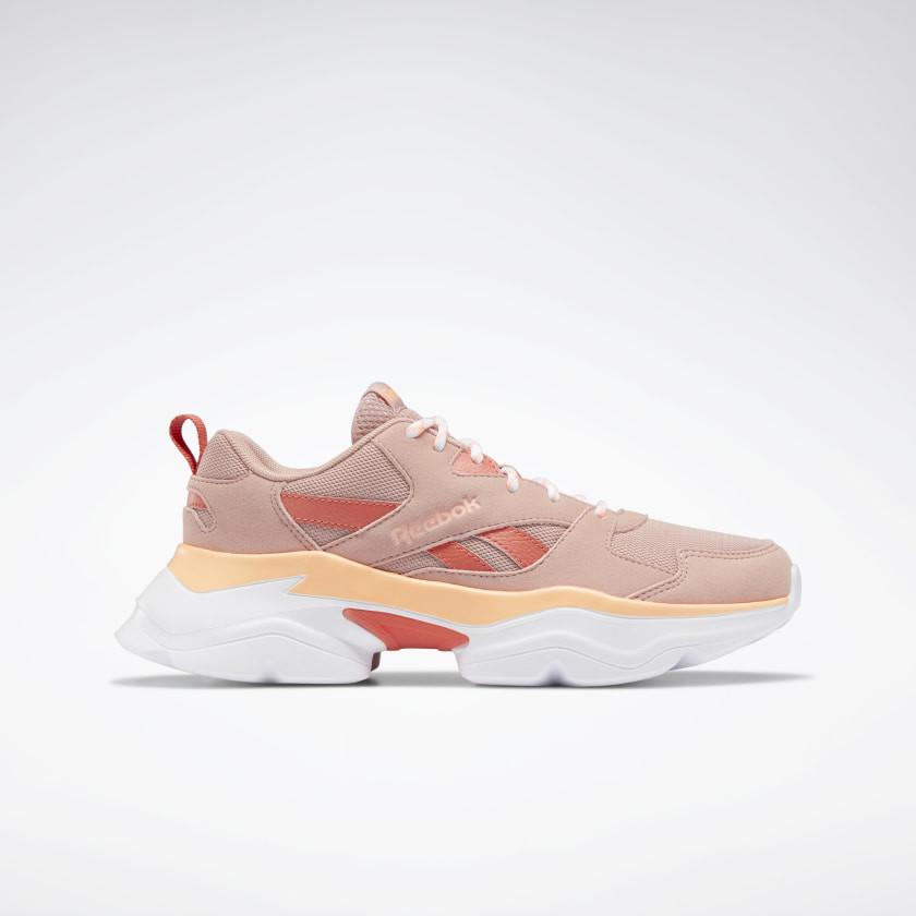 Zapatillas combina rosa con toques en rojo