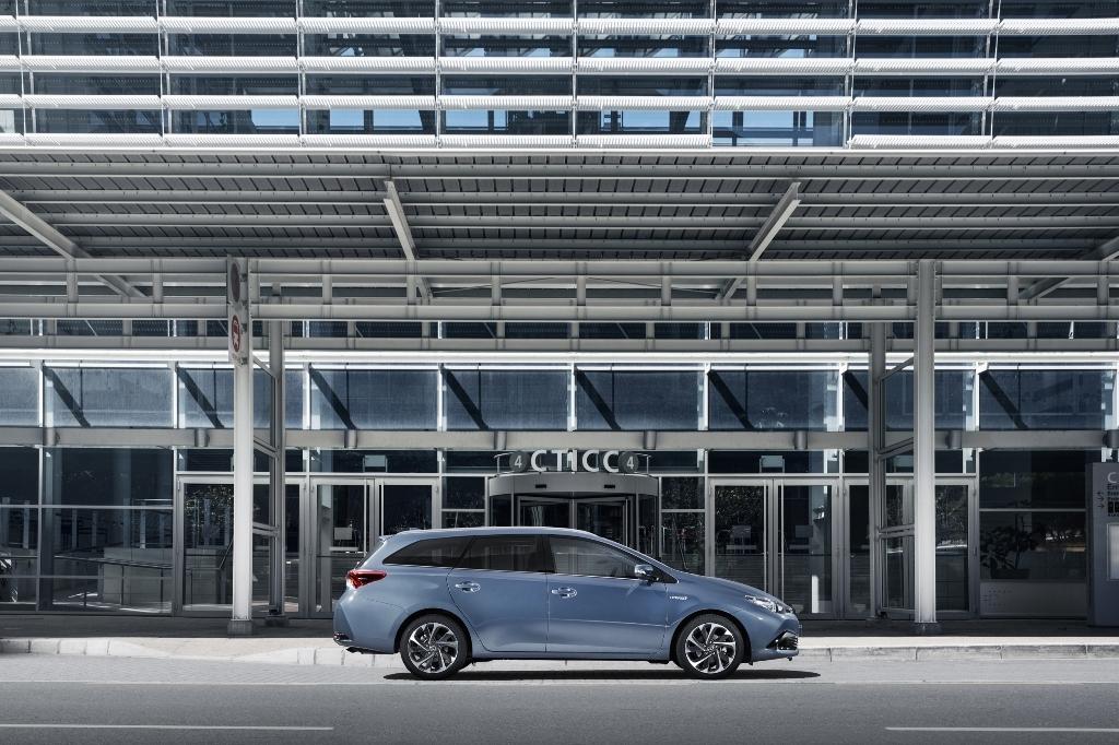 Toyota Auris 11 16