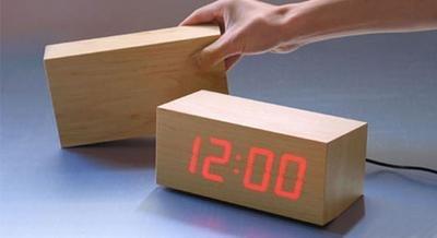 Relojes de madera con LEDs