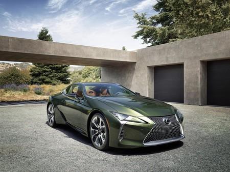 El nuevo Lexus LC 500h es el mismo coupé híbrido de 359 CV y 120.000 euros, pero ahora más dinamico y conectado