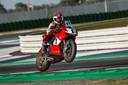 Ducati Panigale V4 25° Anniversario 916: los 214 CV de las V4 modernas con estética 916 de carreras
