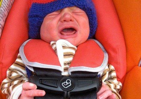 Viajar en coche con bebés: cuando no paran de protestar