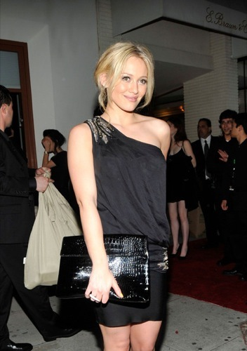 Hilary Duff, mini vestido