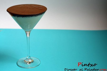 Mousse de chocolate blanco y azahar. Receta de postre
