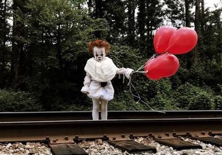 Decidió disfrazar a su hermano de tres años del payaso Pennywise de 'It' y el resultado es aterrador