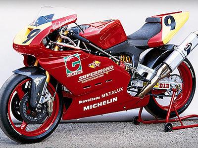 Una biela falsa, 122 kg y 77 cv, así era la impresionante Ducati Supermono de 1993