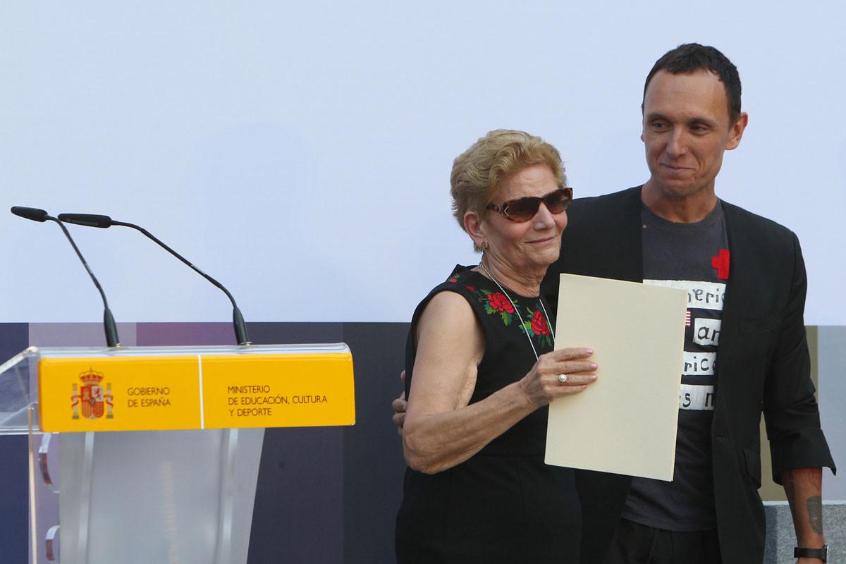 Foto de Premio Nacional de Diseño de Moda 2016 para David Delfín (1/14)