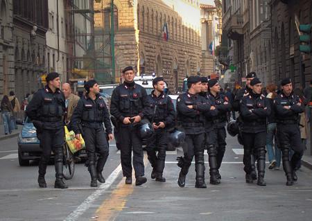 Mr Robot a la italiana: detienen a dos hackers italianos que perseguían a políticos y policías