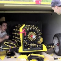 Raul Oaida, el tipo que combina LEGO y aire comprimido en el coche de sus sueños
