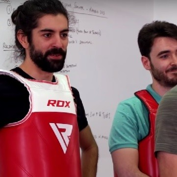 La nueva sección de Fortfast está envuelta en hostias pero esconde una de las pasiones del youtuber: la ciencia