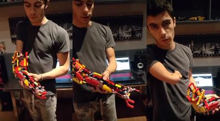 Un chico de 18 años utilizó LEGO para hacerse una prótesis de brazo y poder tomar objetos