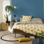 13 mesitas de noche para marcar la diferencia en el dormitorio (y todas son ideales para espacios pequeños)
