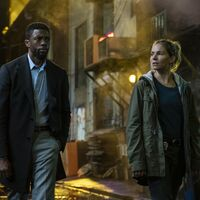"""Chadwick Boseman donó parte de su sueldo en 'Manhattan sin salida' para que Sienna Miller ganase """"lo que merecía cobrar"""""""