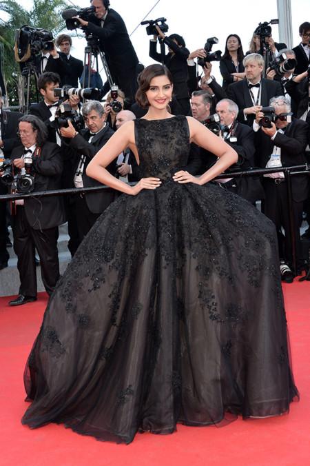 Sonam Kapoor Festival Cannes 2014 Elie Saab