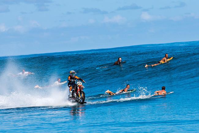 ¿Quieres ver en directo a Robbie Maddison surfear con su moto? Ve sacando billetes para Australia…