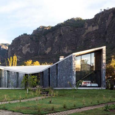 Hoy visitamos Casa MA, de estilo moderno y hecha con piedras, en el pueblo mágico de Tepoztlán en México