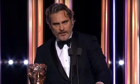 """Joaquin Phoenix critica el """"racismo sistémico"""" de la industria del cine en su discurso tras ganar el BAFTA por 'Joker'"""