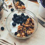 Siete alimentos que parecen muy sanos pero que pueden estar arruinando tu dieta