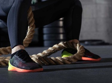 Camino de un box para practicar CrossFit: zapatillas Nano 7.0 de Reebok