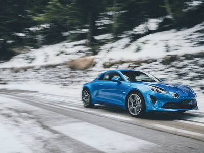 El Alpine A110 en vídeo por el Col de Turini será lo mejor que veas y escuches hoy