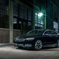 El Chevrolet Impala se viste de negro, un negro agresivo